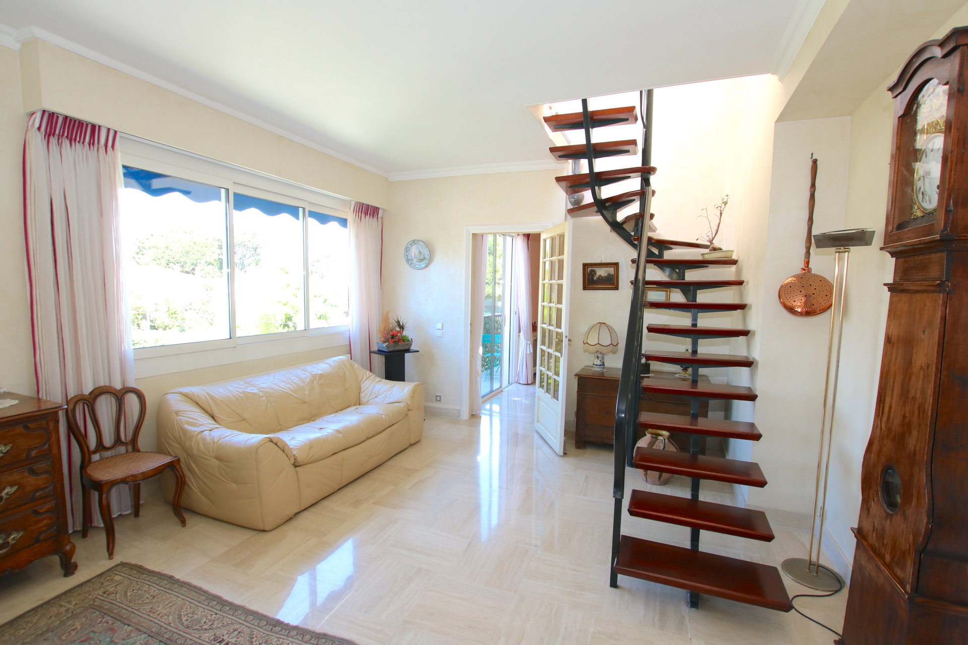 TO SALE MONTFLEURY TOP FLOOR 4P 143M² + TER 180M²