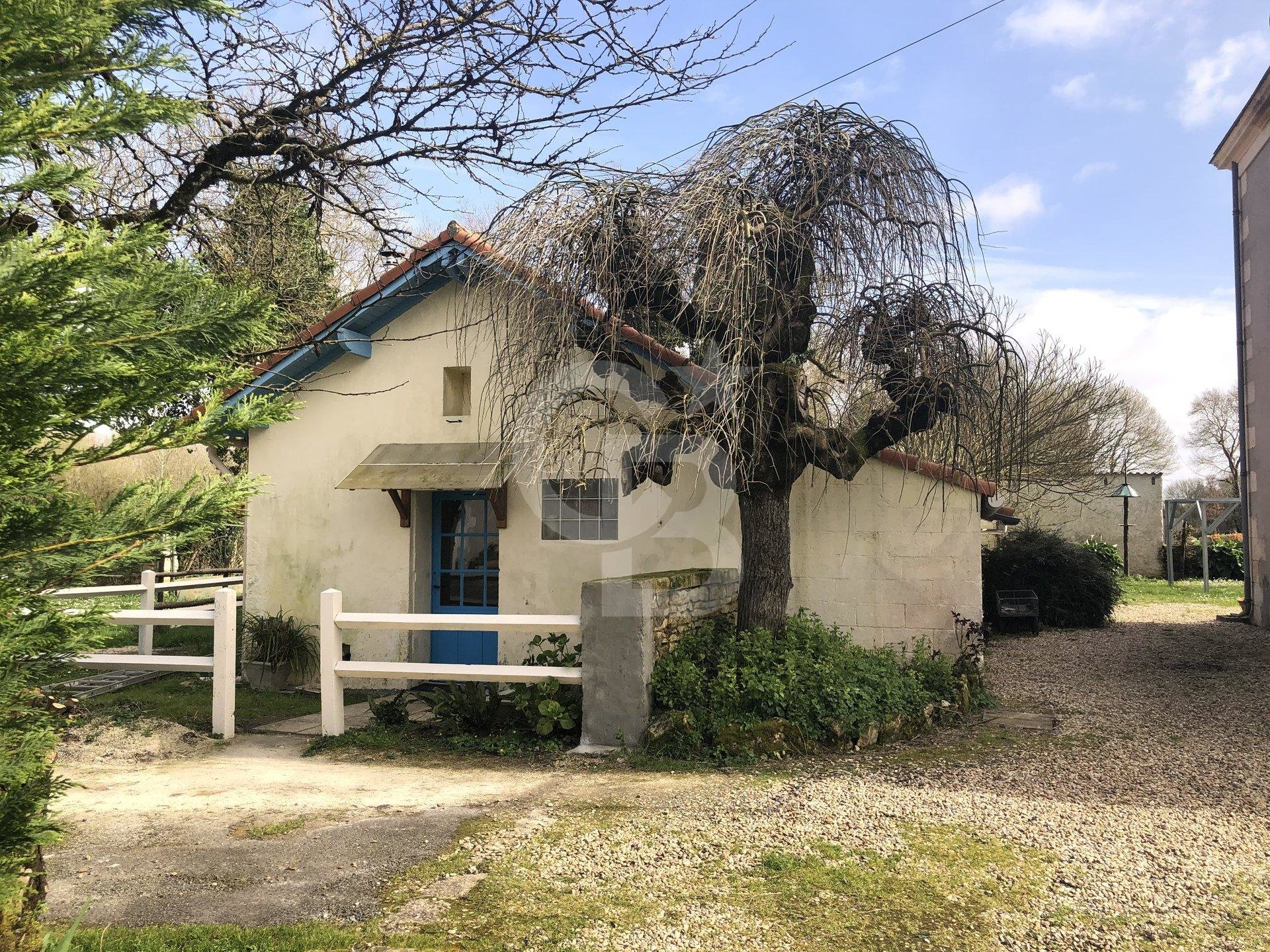 For sale manor house with 5 dwellings on 5 acres in Charente-Maritime.