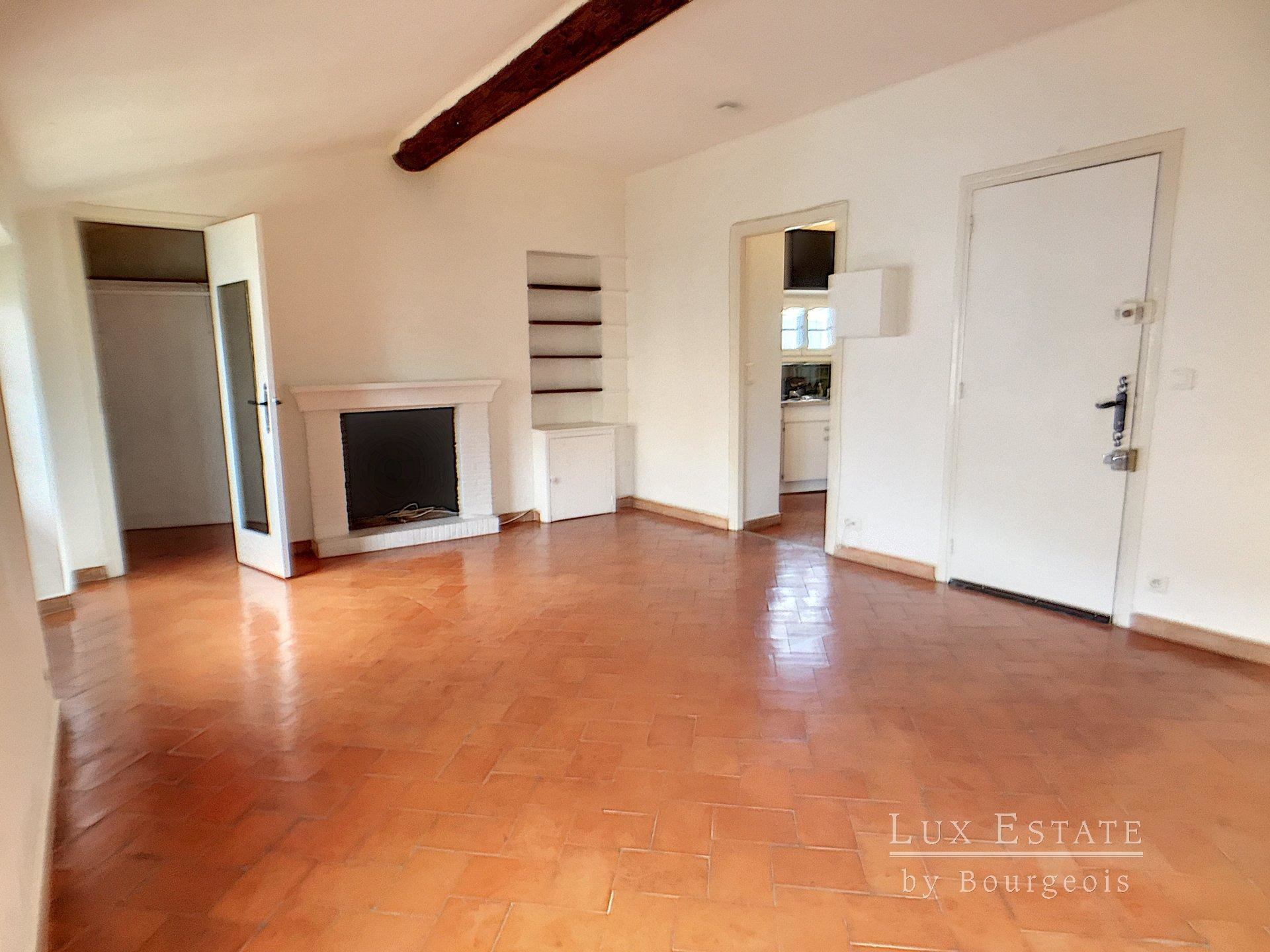 Mougins village, large studio 38 m²