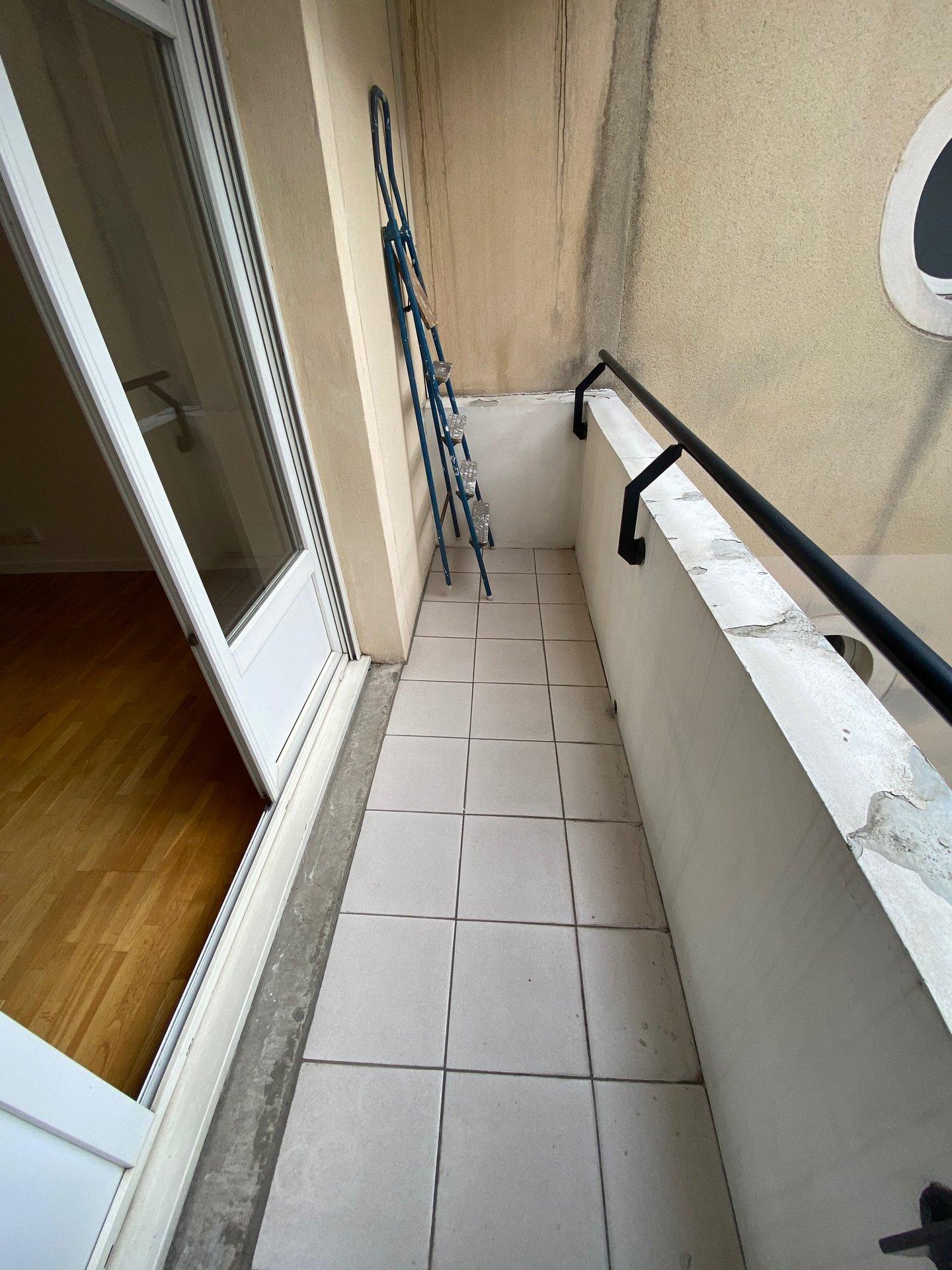 2 pièces avec balcon et cave