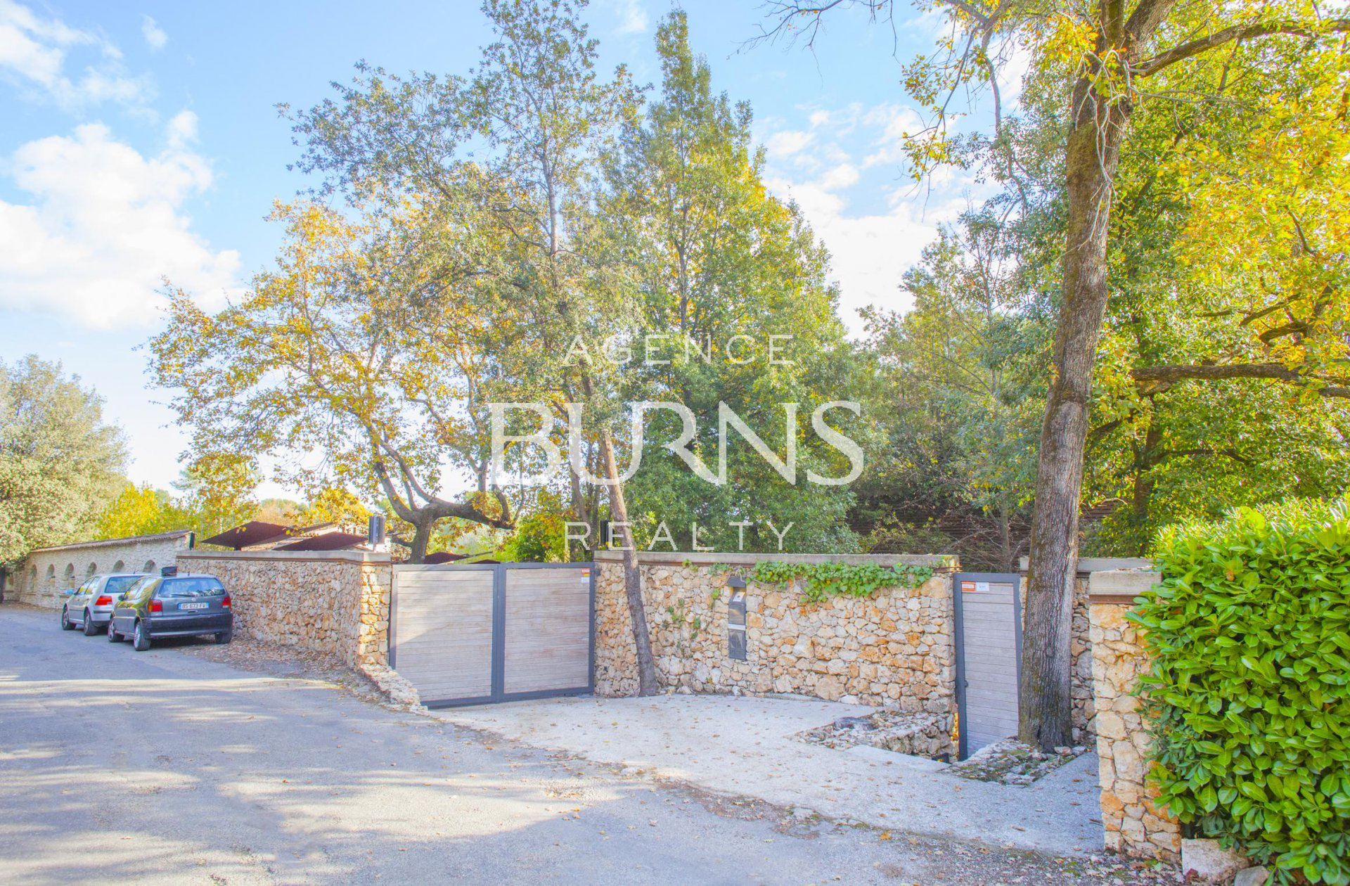 Beautiful contemporary villa, quiet, 5 minutes walk from the village