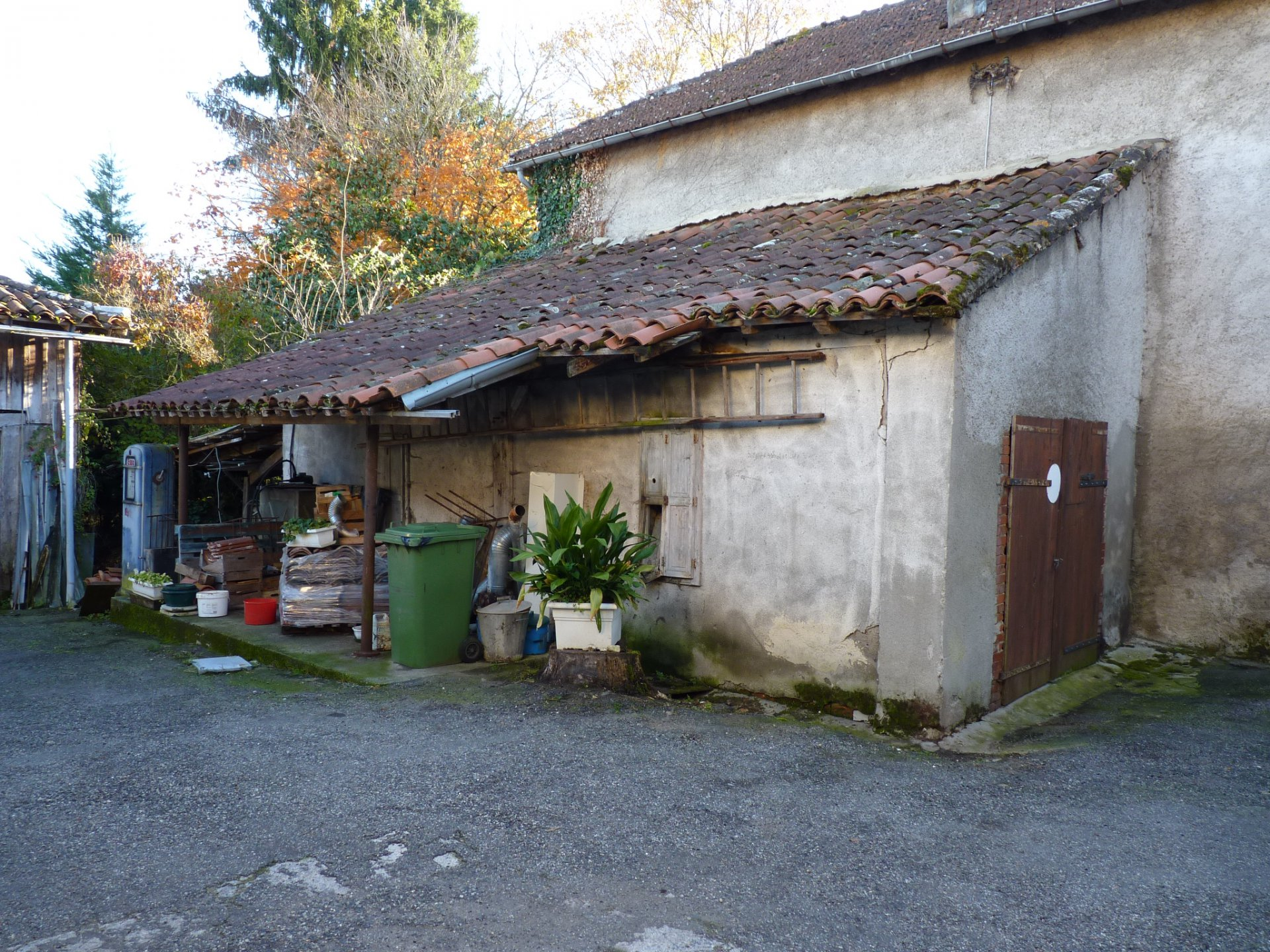 Village house with old bakery, garden and outbuildings
