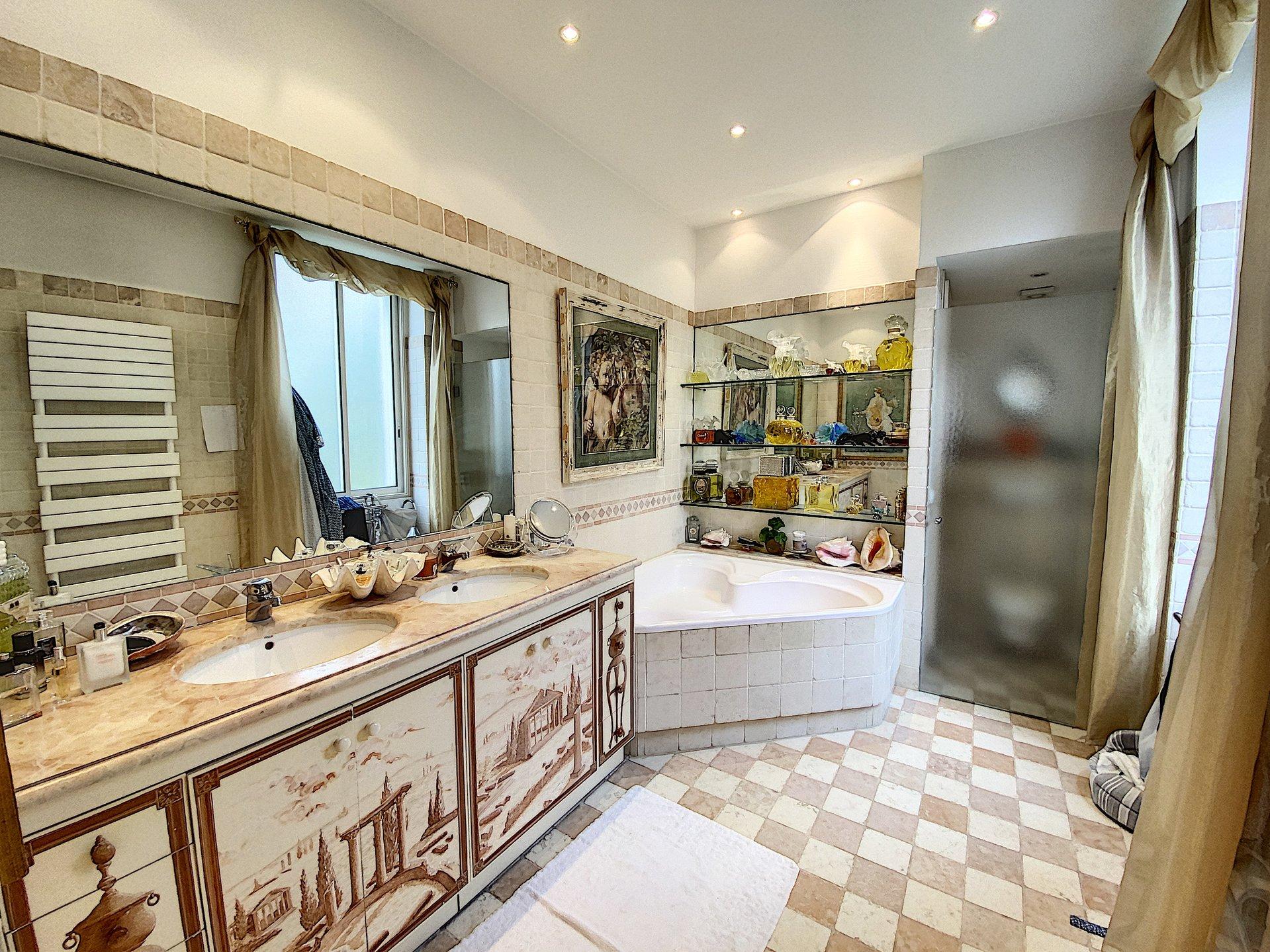 Unique. Cannes Centre-ville - Propriété de charme 7 chambres
