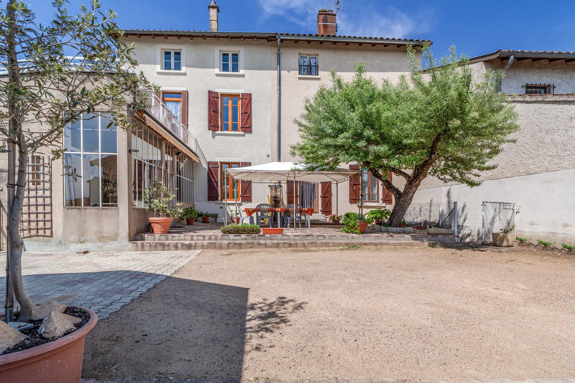 Exclusivité - Montmerle sur Saône centre village.