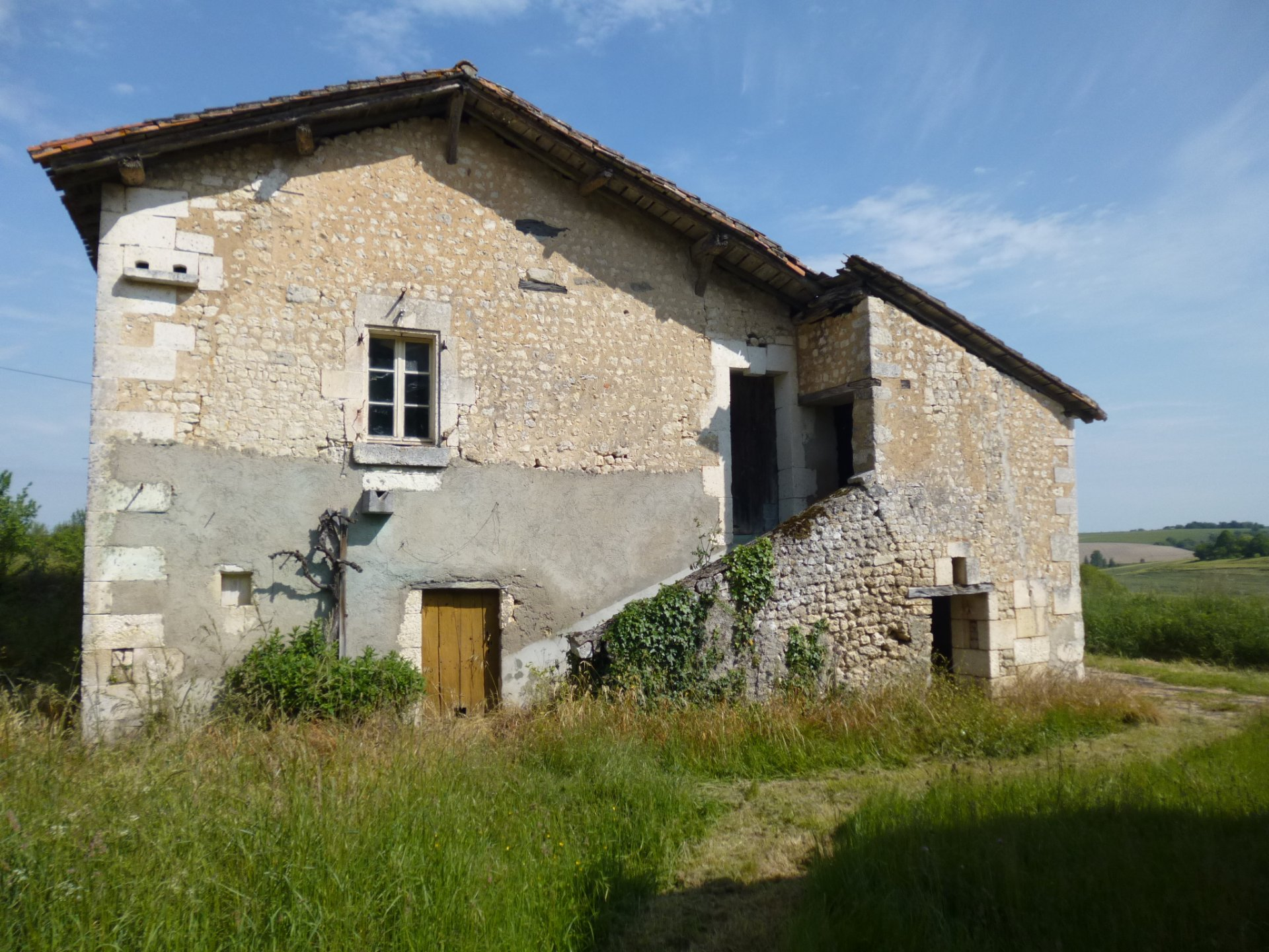 Charming old farm and barns for renovation project