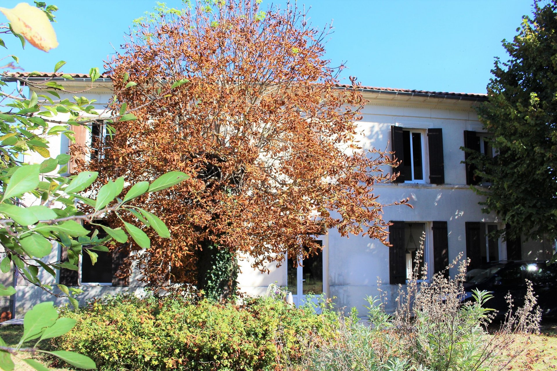 Traditional 3 bedroom Girondine house in a village location