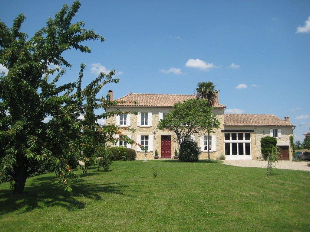 A stunning Maison de Maître in a quiet setting, with fabulous 360° views