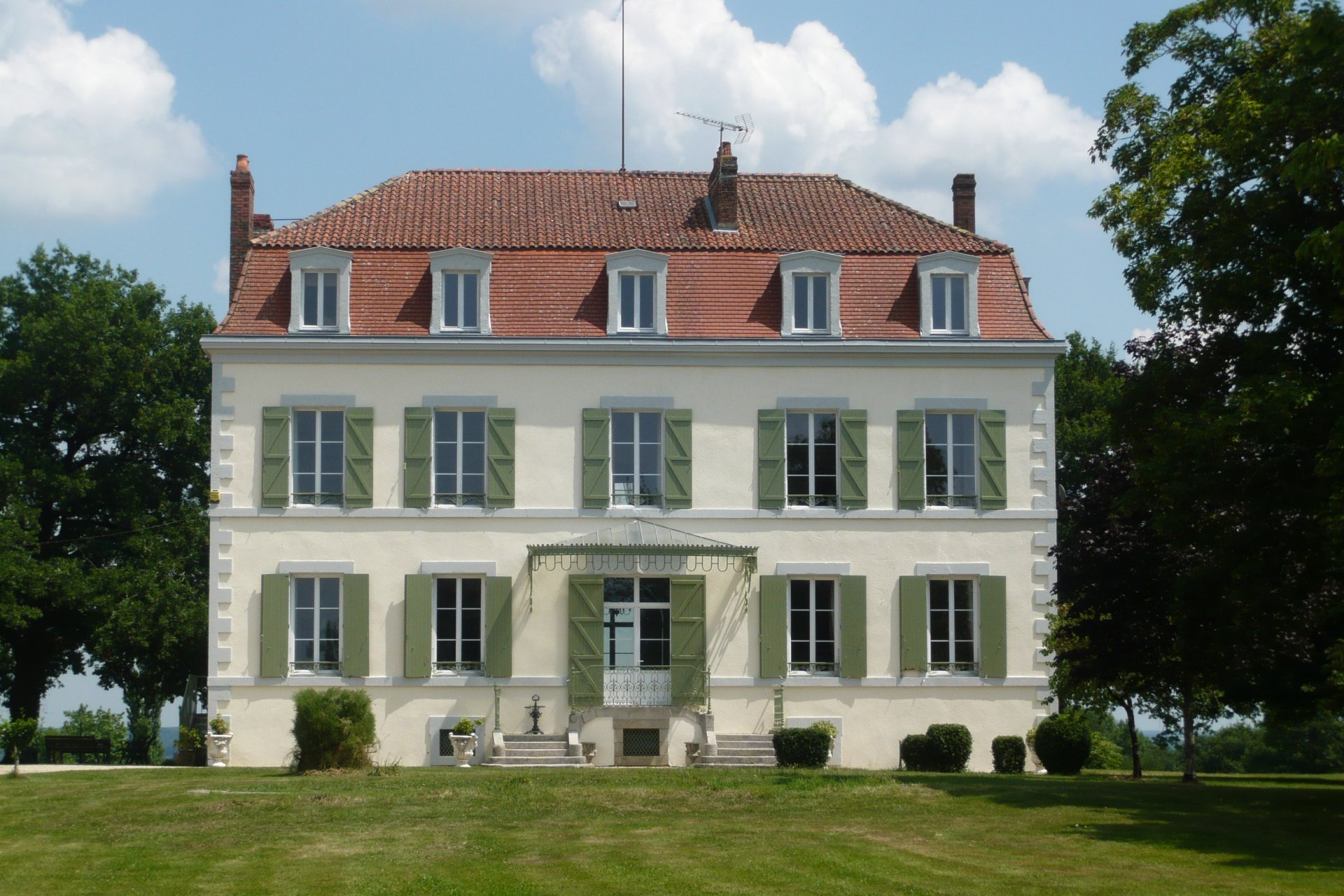 Beautiful historic Manor House with 5 hectares