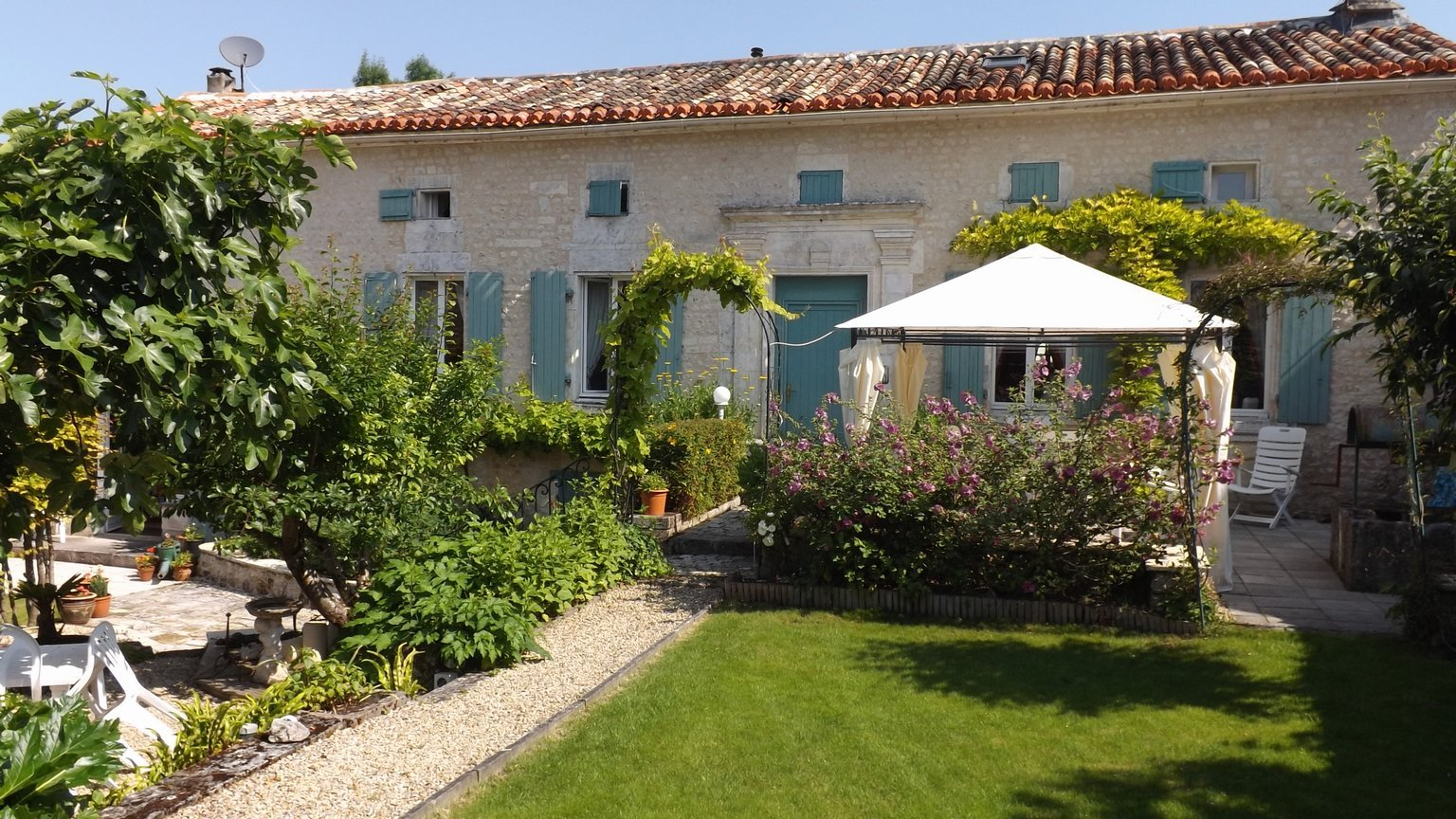 A fabulous up-and-running gite complex returning an excellent income