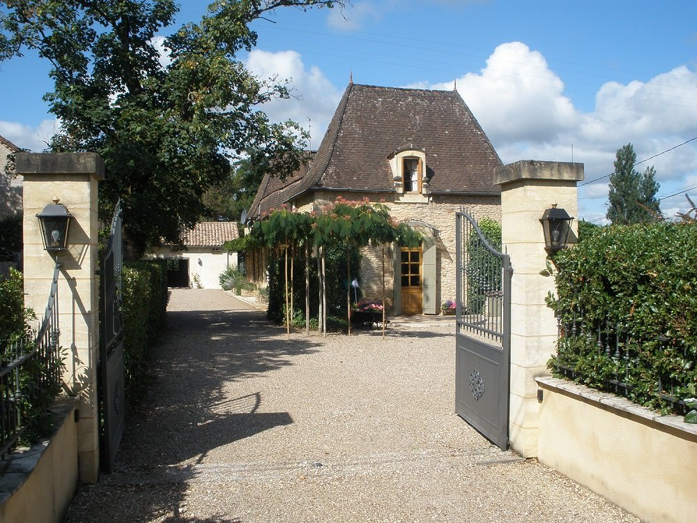 Superb Chatreuse,outbuildings, pool and just over 1 hectare of park