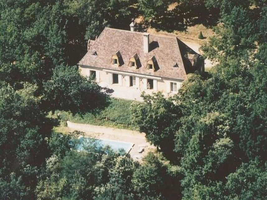 Perigordian Chartreuse with 7 bedrooms and swimming pool in over 6 acres