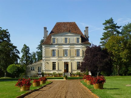 Impressive manoir with 7 hectares in private location