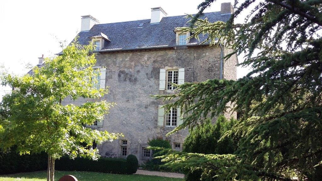 Historic 15th century 5 bedroom chateau in beautiful gardens
