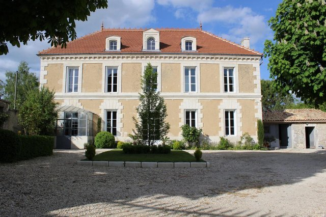 Maison de Maitre fully restored with swimming pool.