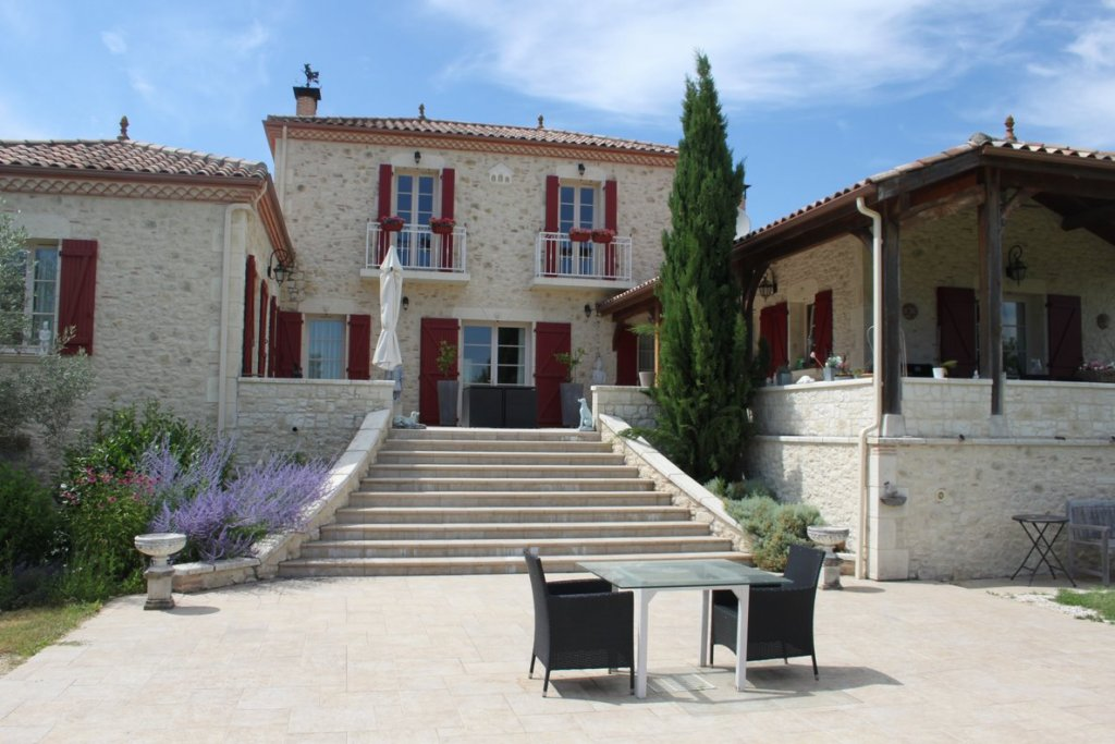 Modern 5 bedroom 3 bathroom house built with traditional Quercy look