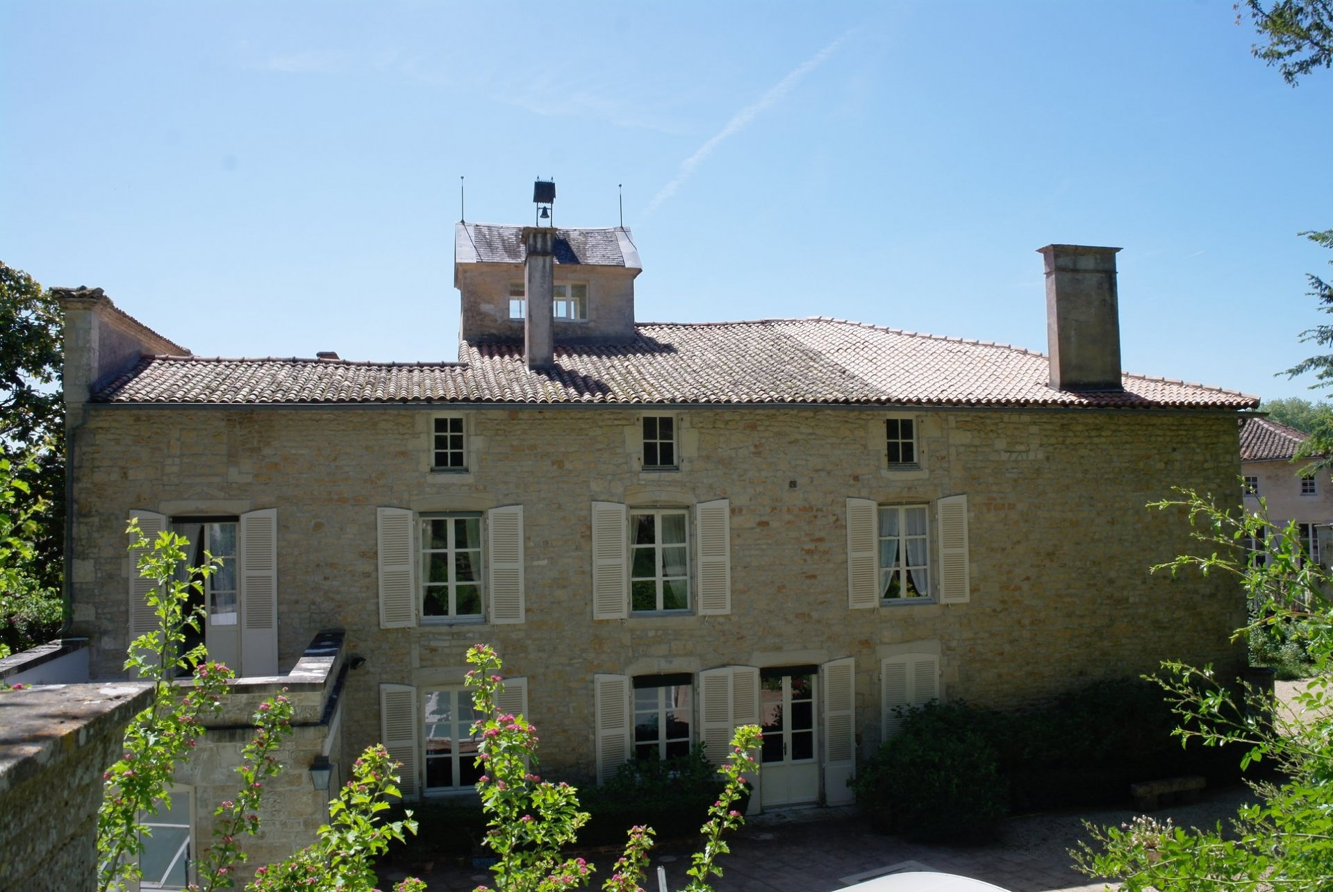 Big and Beautiful! Gorgeous Maison du Maitre with gardens and pool