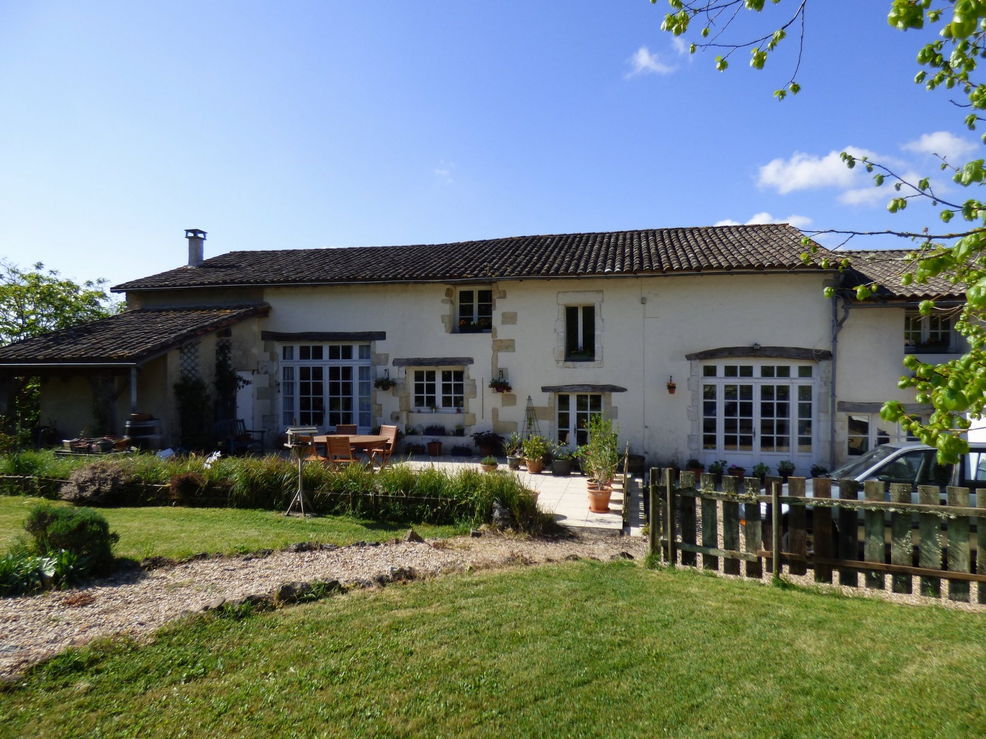 Farmhouse with gite, pool and 2 hectares