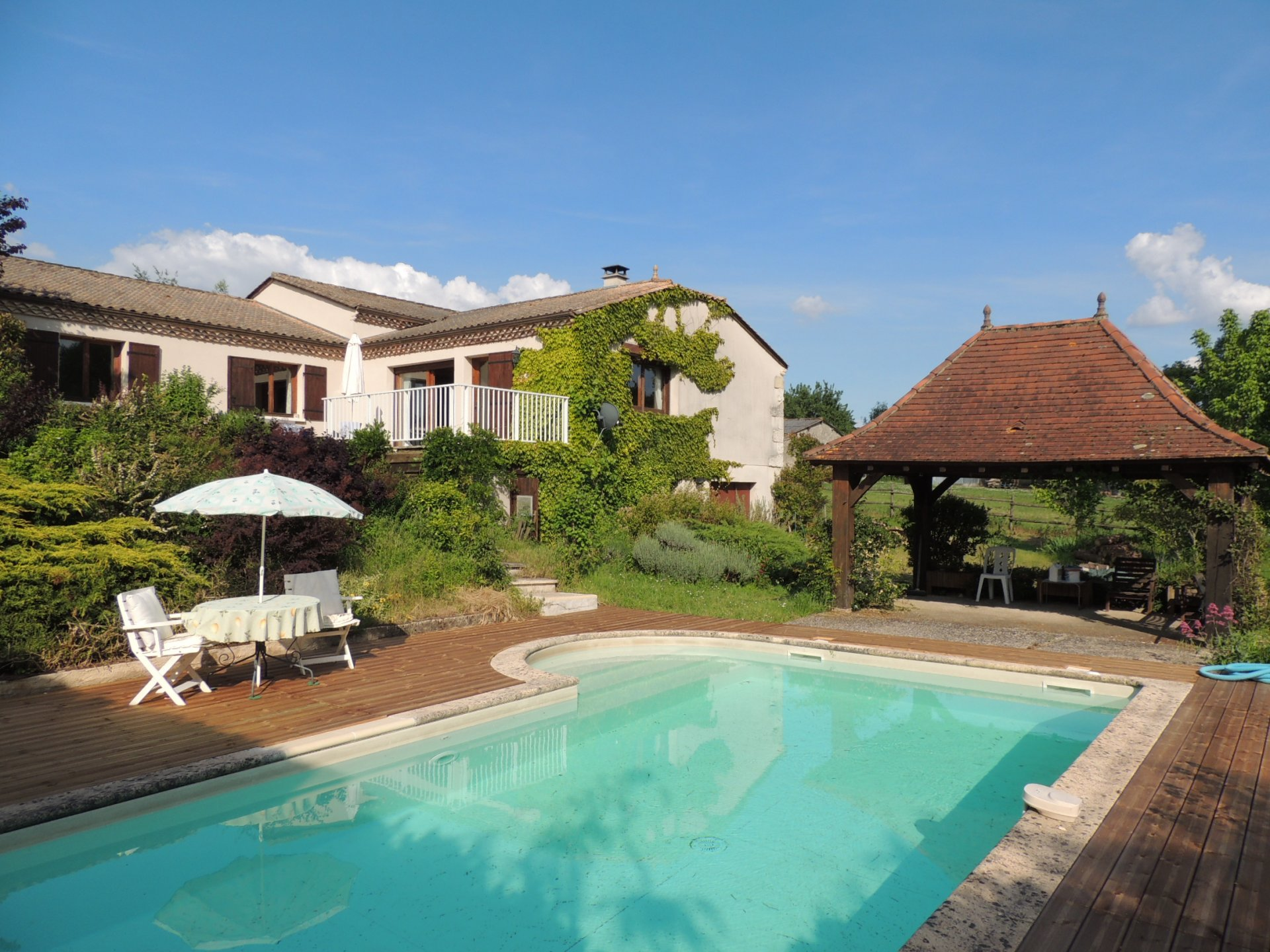 Spacious country house with studio and pool