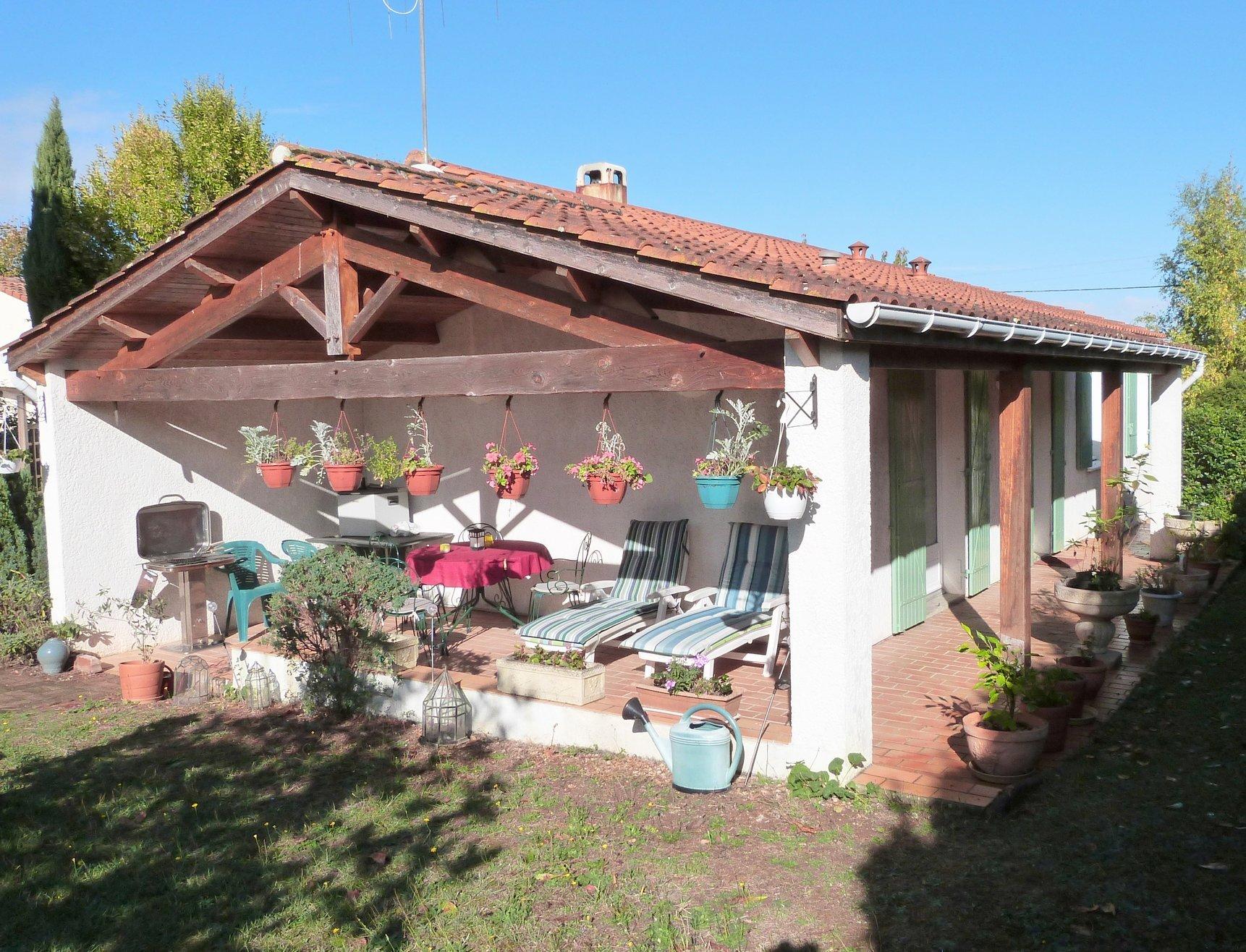 Village bungalow: sunny south-facing garden