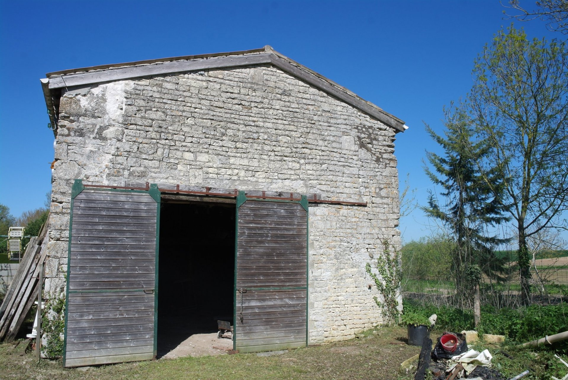 Lovely stone built barn with plans, just waiting for conversion