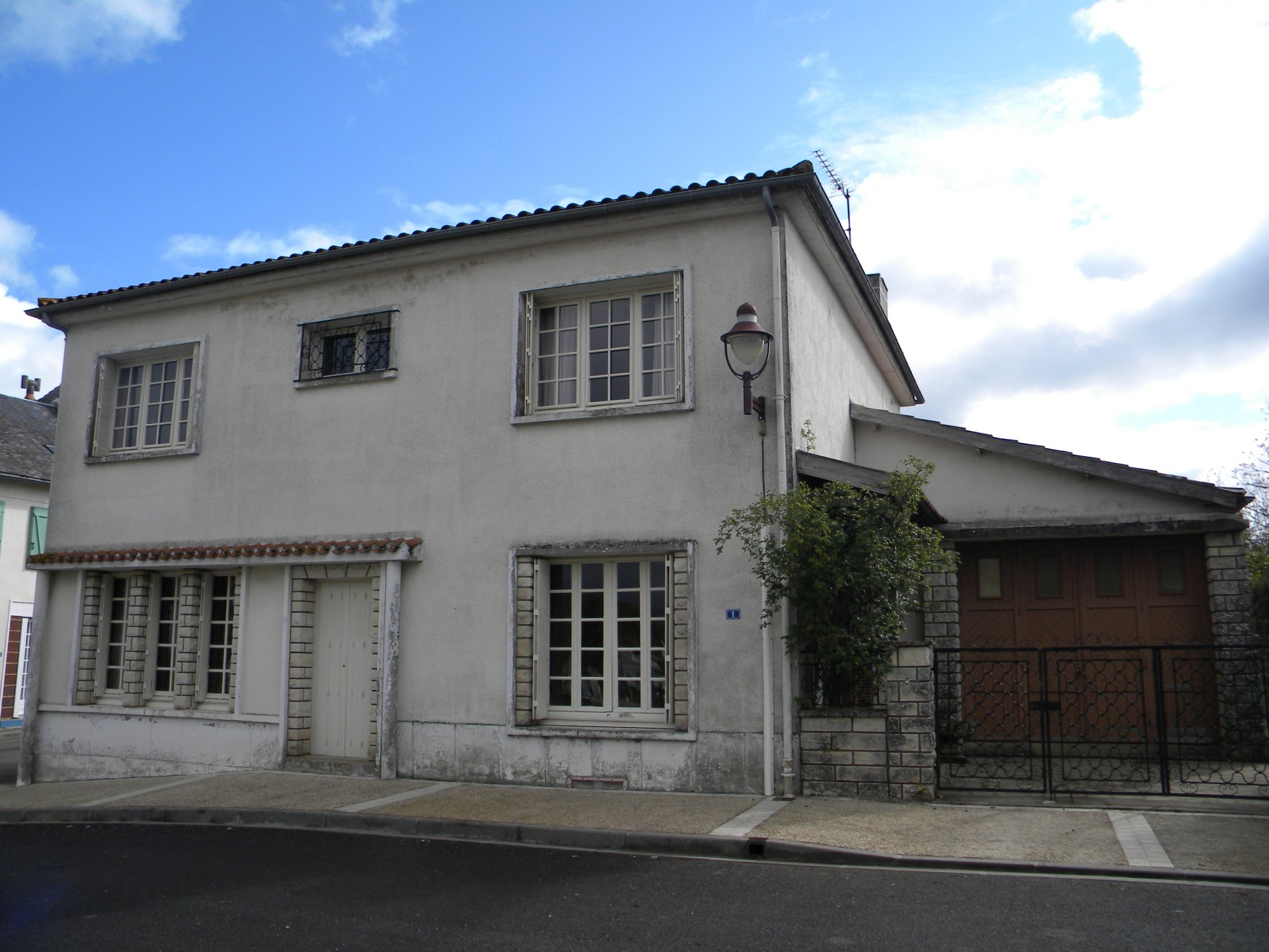 Village house with 4-bedrooms and attached garden