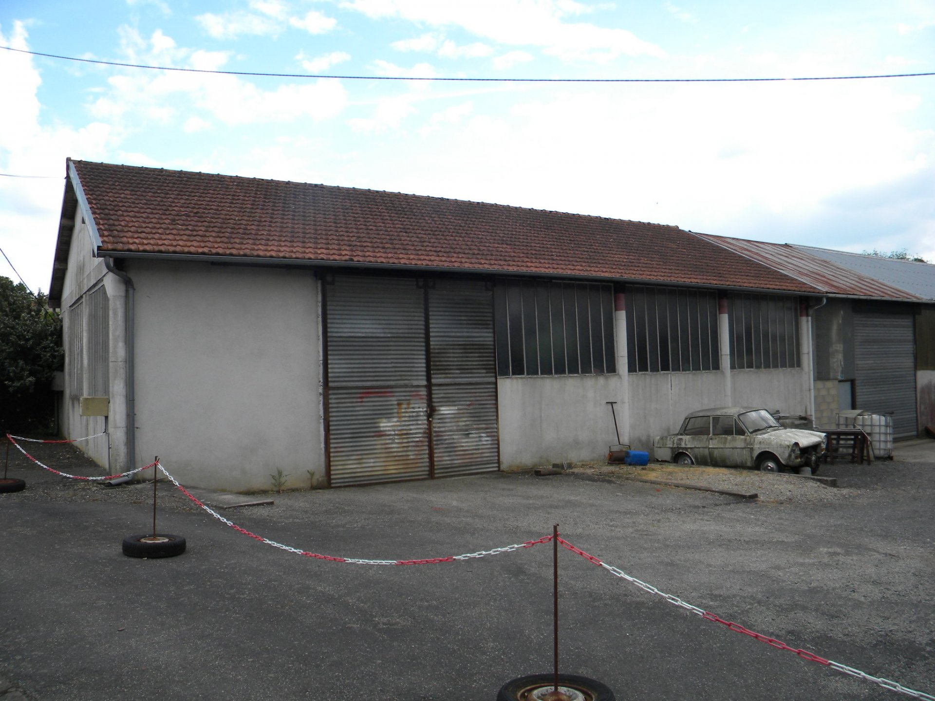 Old mechanic's workshop with plenty of space