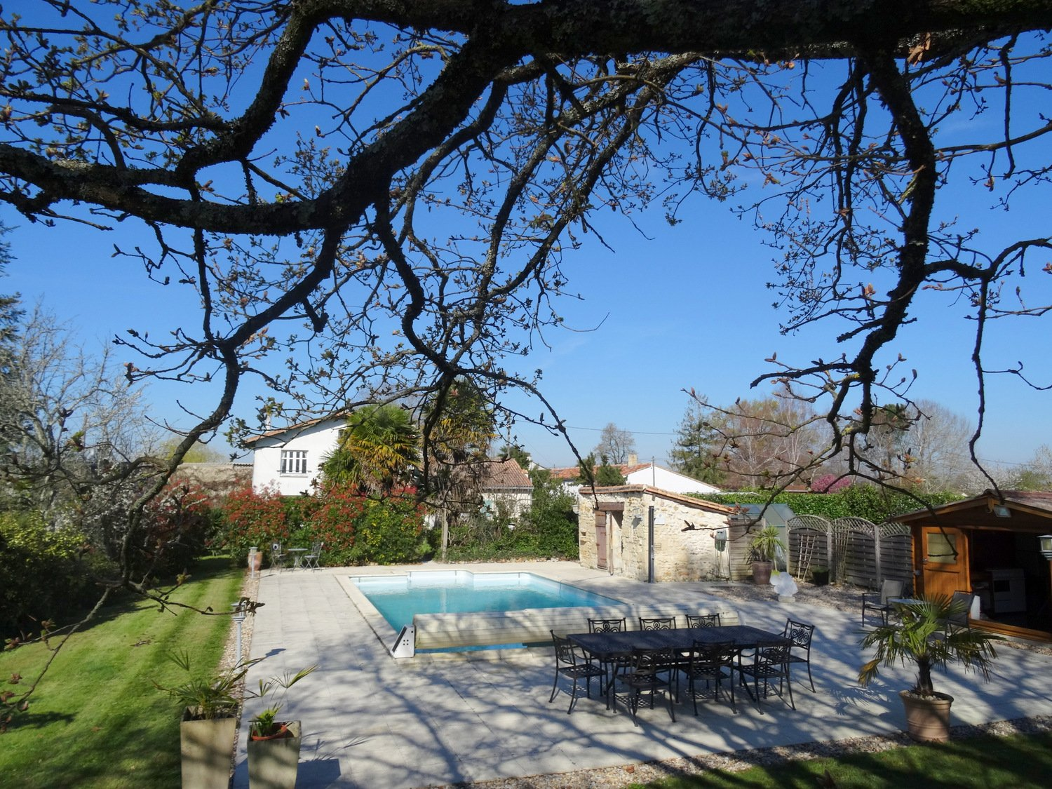 Close to the estuary, 5 bed, 2 bathroom character property with pool