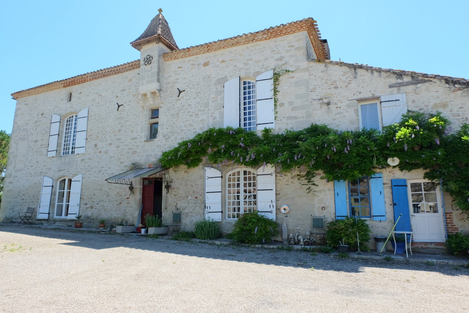 Handsome chateau with gites & pool