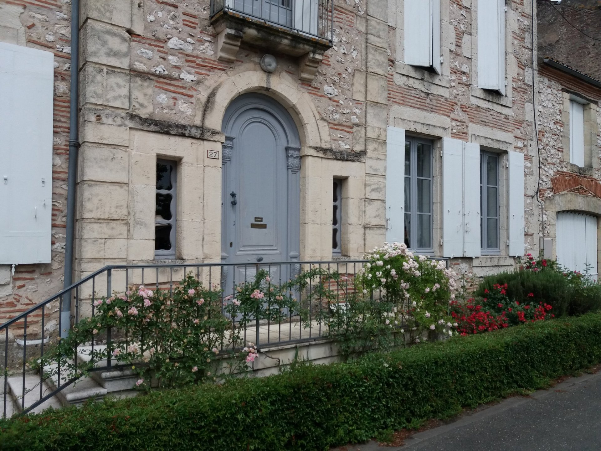 Beautiful maison de maitre in charming little village situated on the border of the river Lot