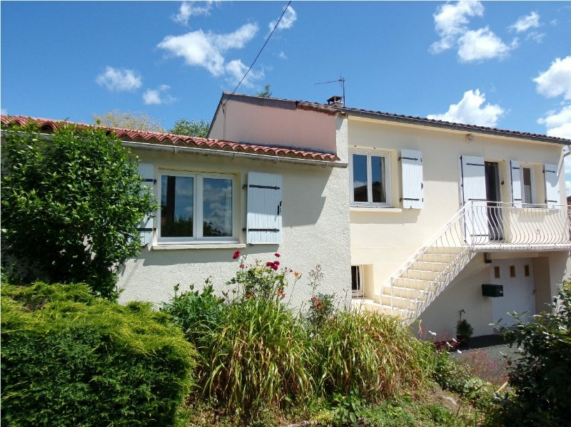 Spacious detached family home with 1 bedroom gite