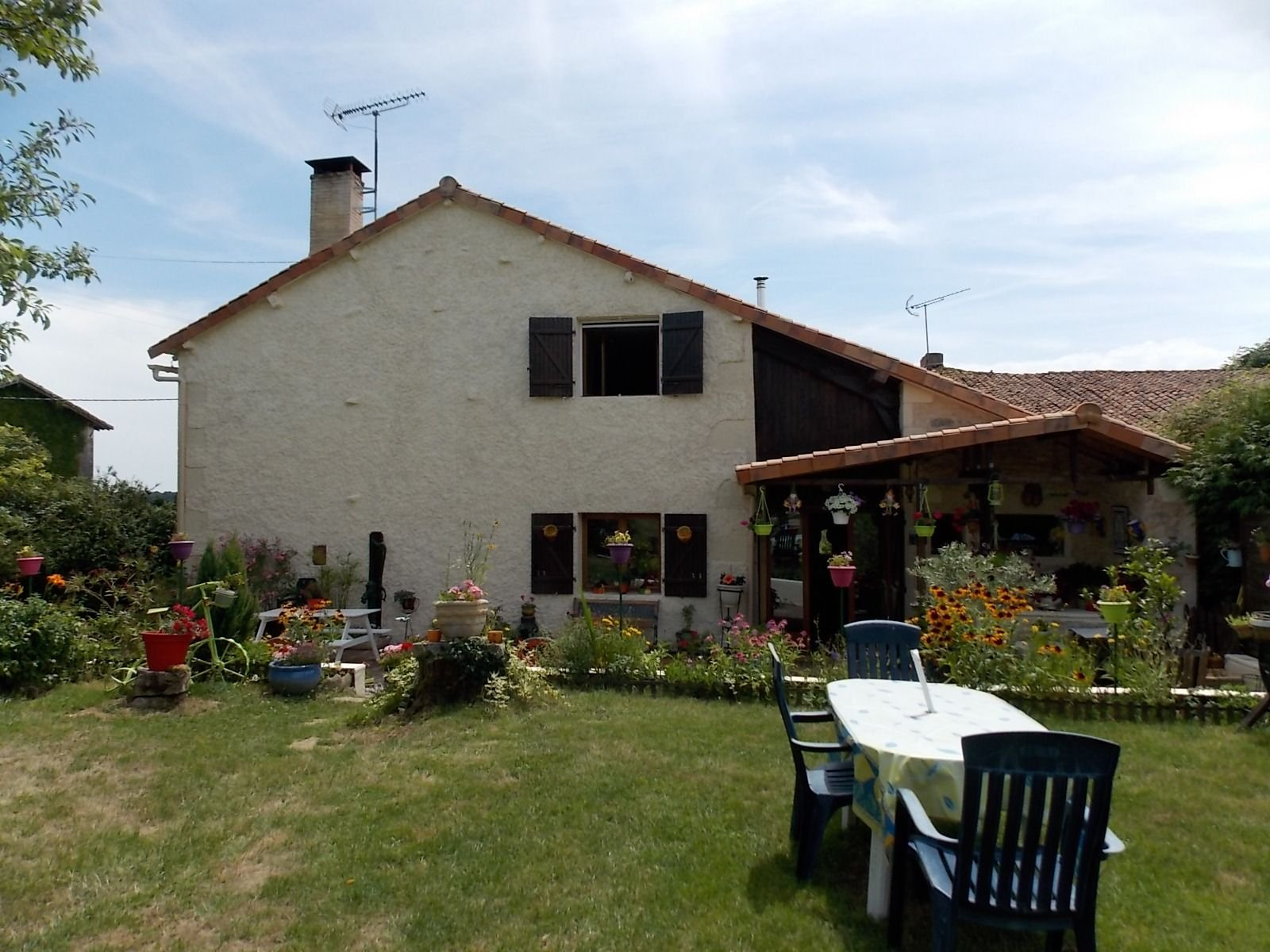 3 bed house with outbuildings and land