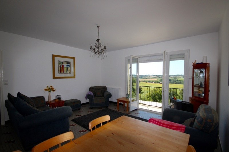 Attractive town house with garden and stunning views of the countryside