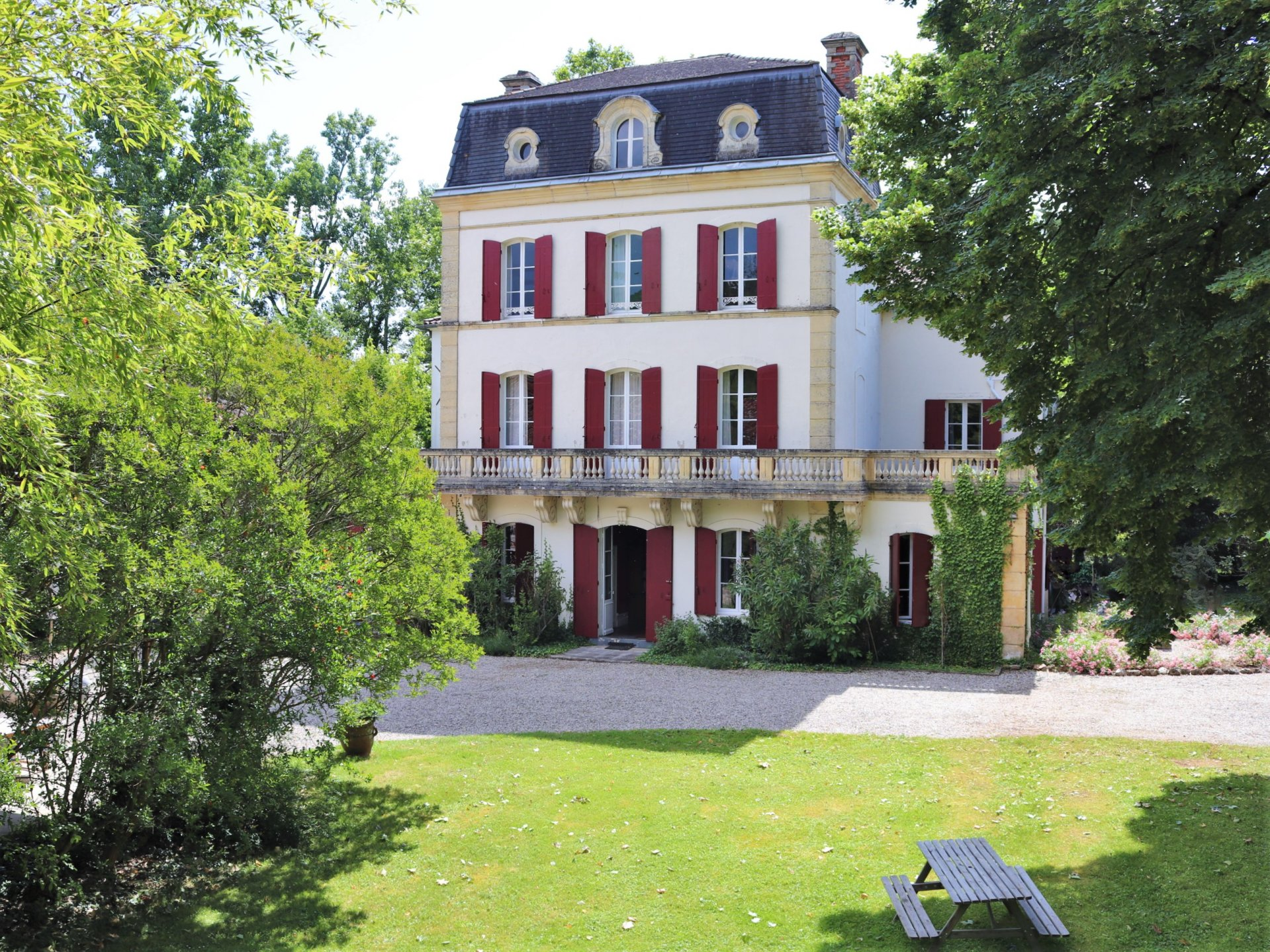 Period property with established tourism business offering significant revenue