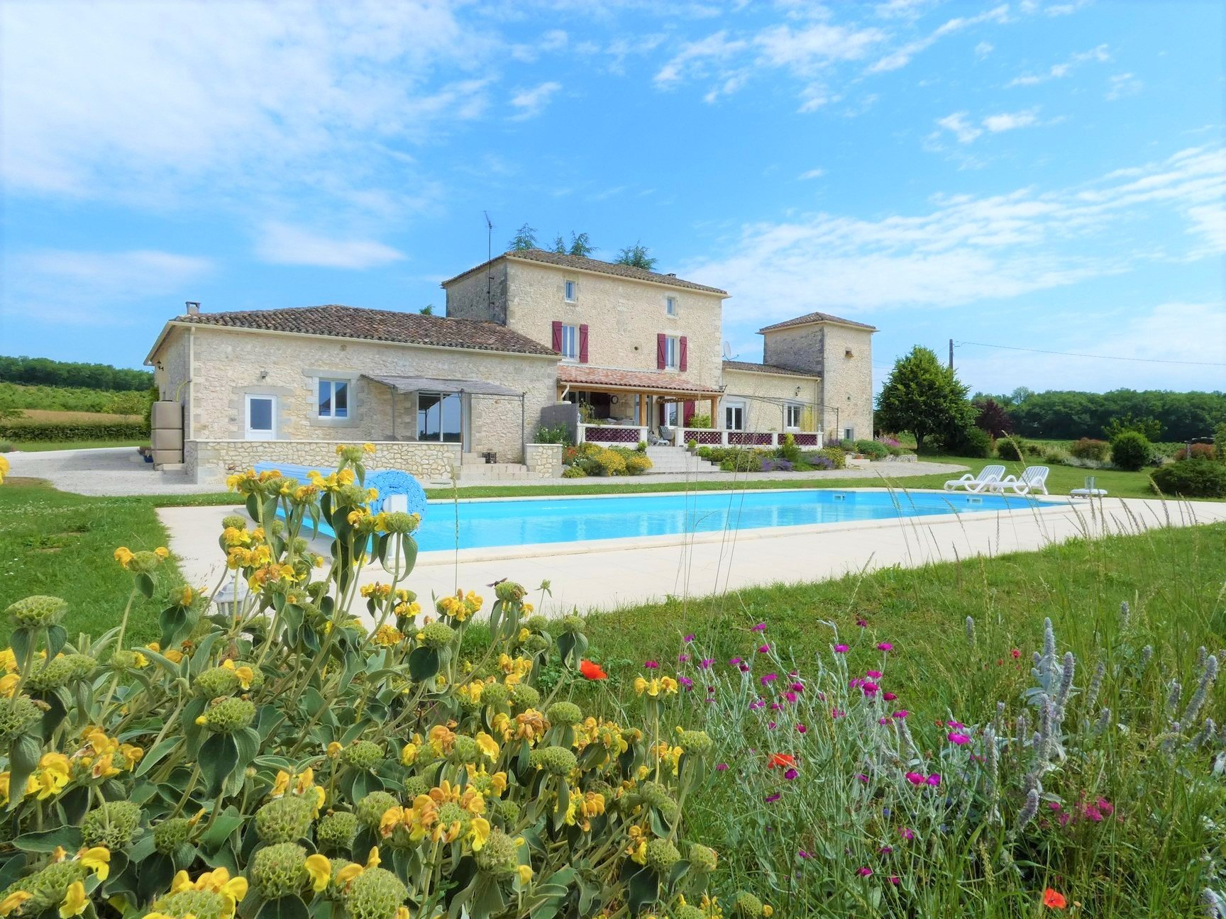 Very nice restoration for this stone house surrounded by its 3.5 hectares of meadows