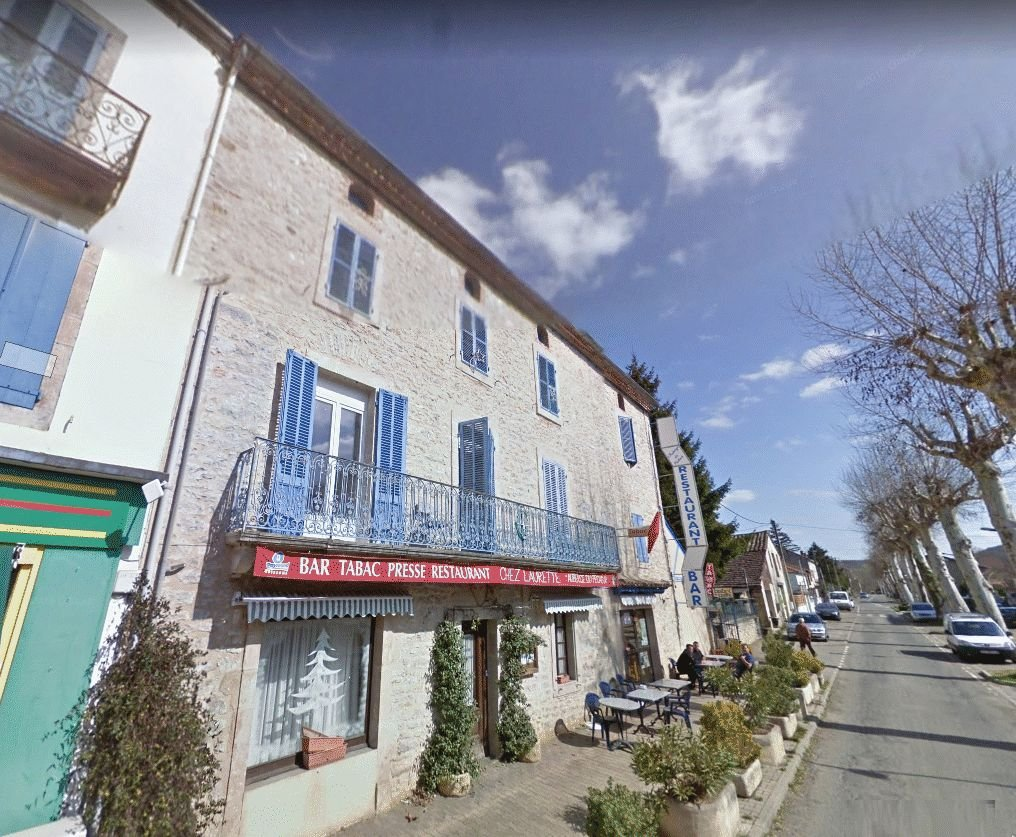 12 bedroom stone-built hotel situated at the heart of the village