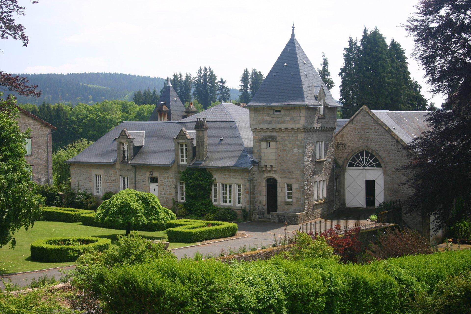 Un magnifique château de 6 chambres, Avec piscine, jardins et 2 hectares de parc