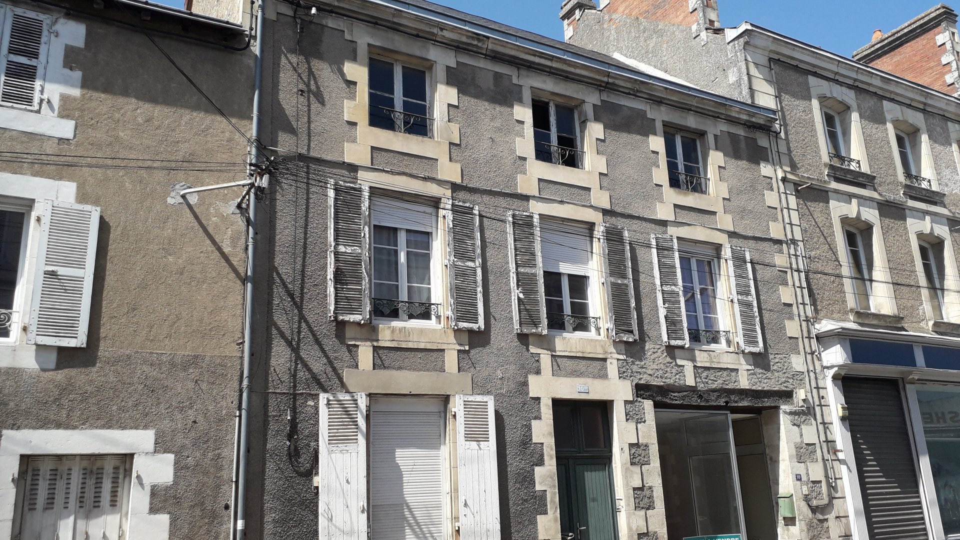 House and shop opportunity in superb town!!!