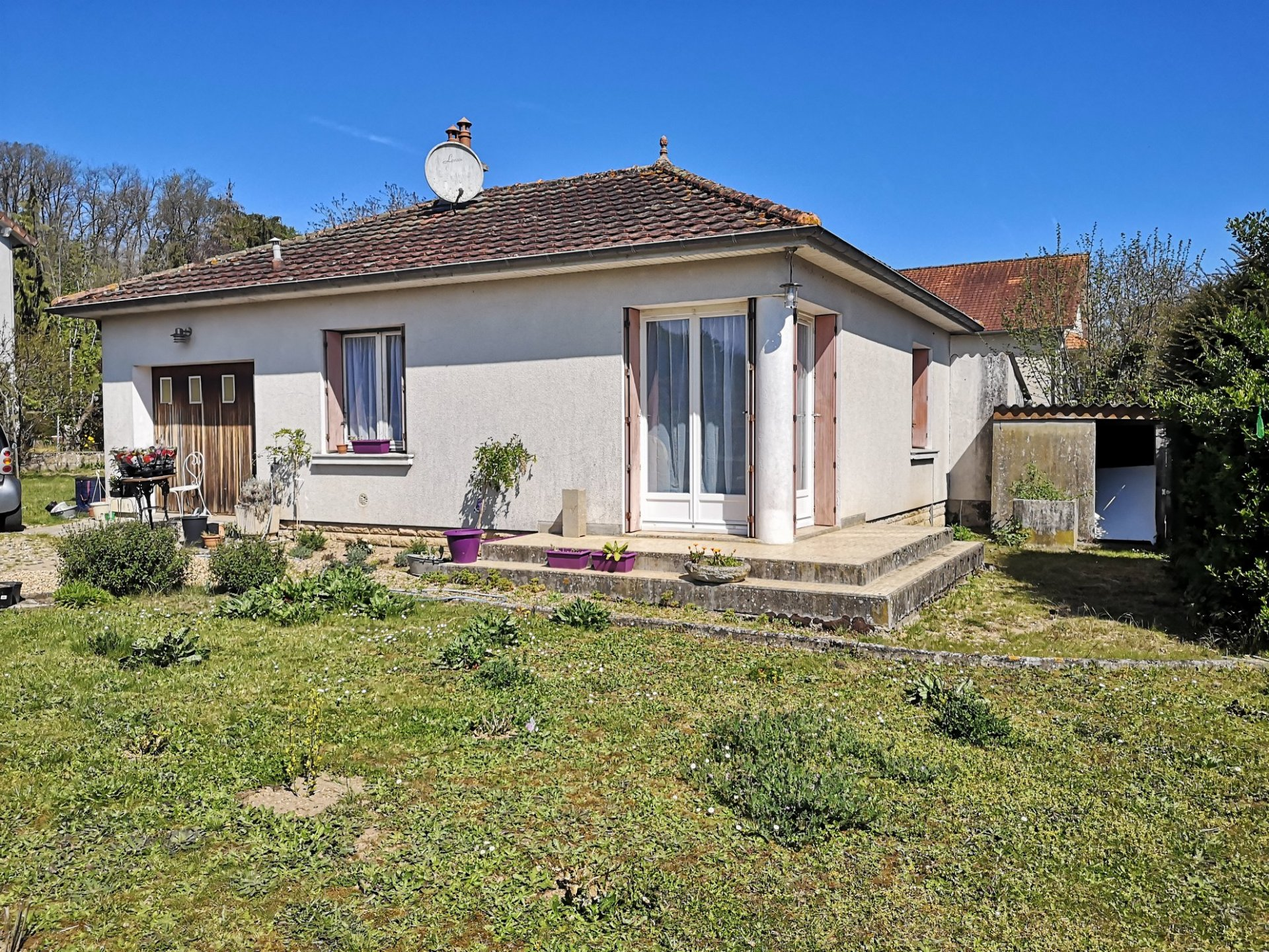 Well situated detached village property, possibility of making into 3 beds, ideal first purchase.