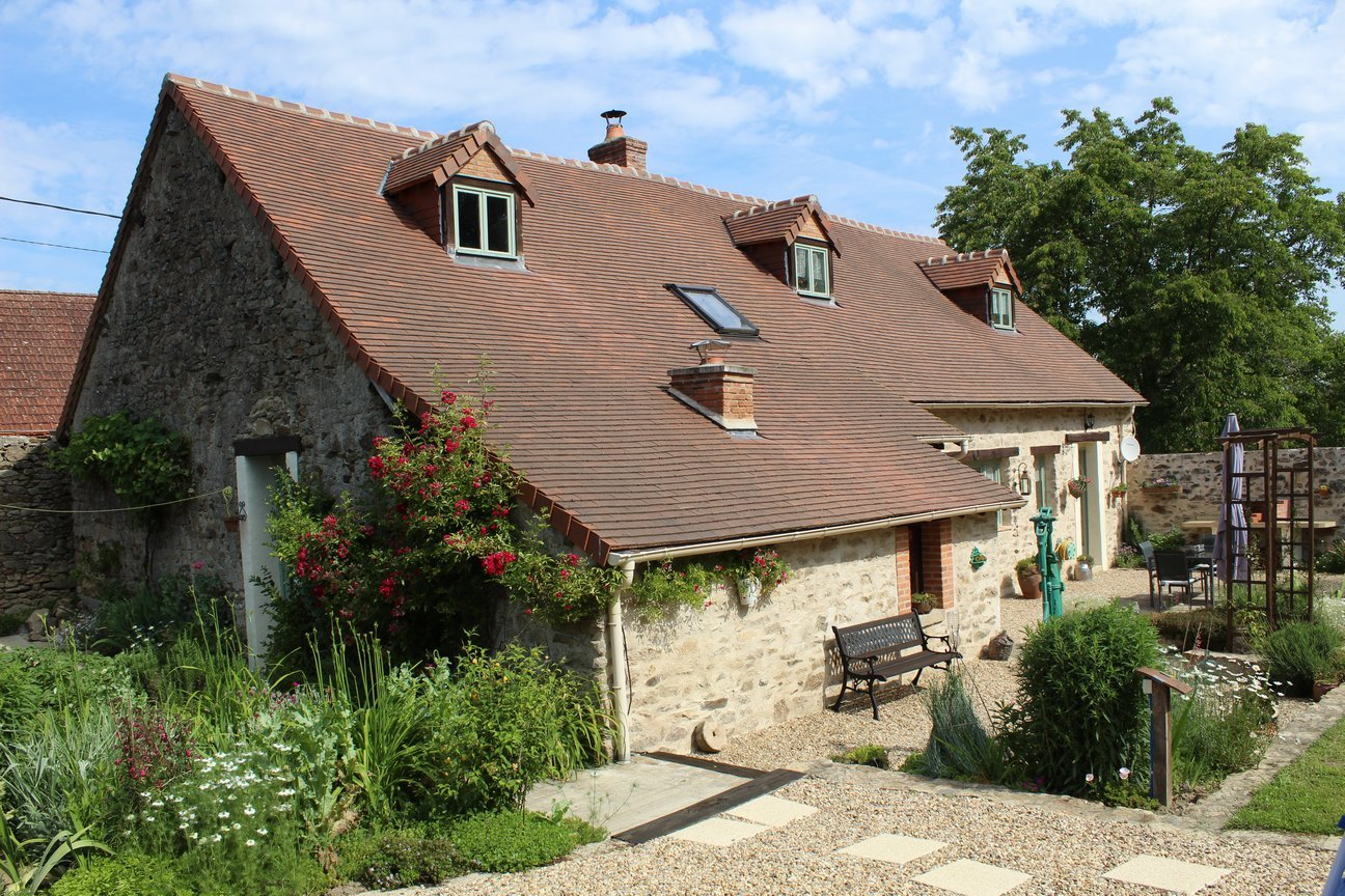 Beautifully restored stone house with private rear garden