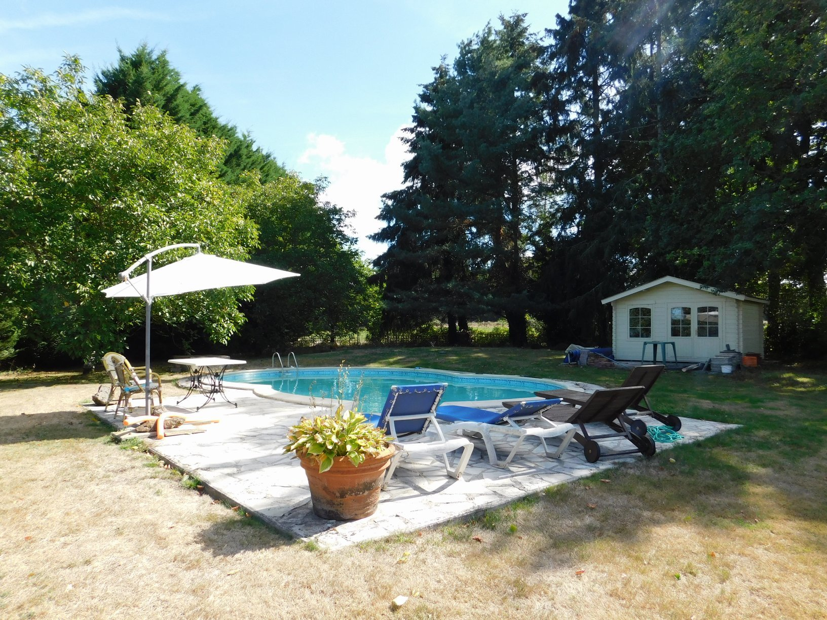 Character cottage with swimming pool in a private setting