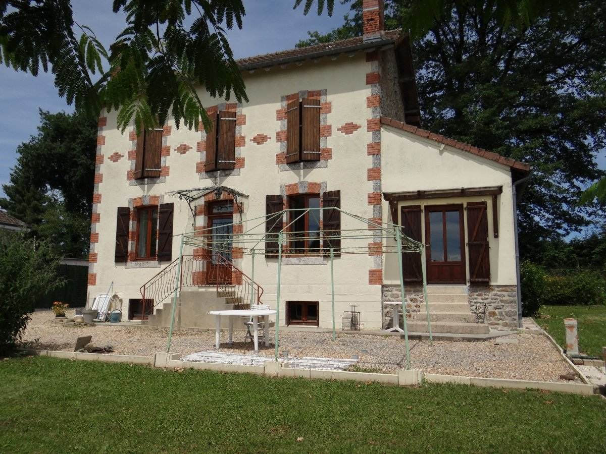 Limousin: house of 135 sqm, sold fully furnished, 3 bedrooms and an office
