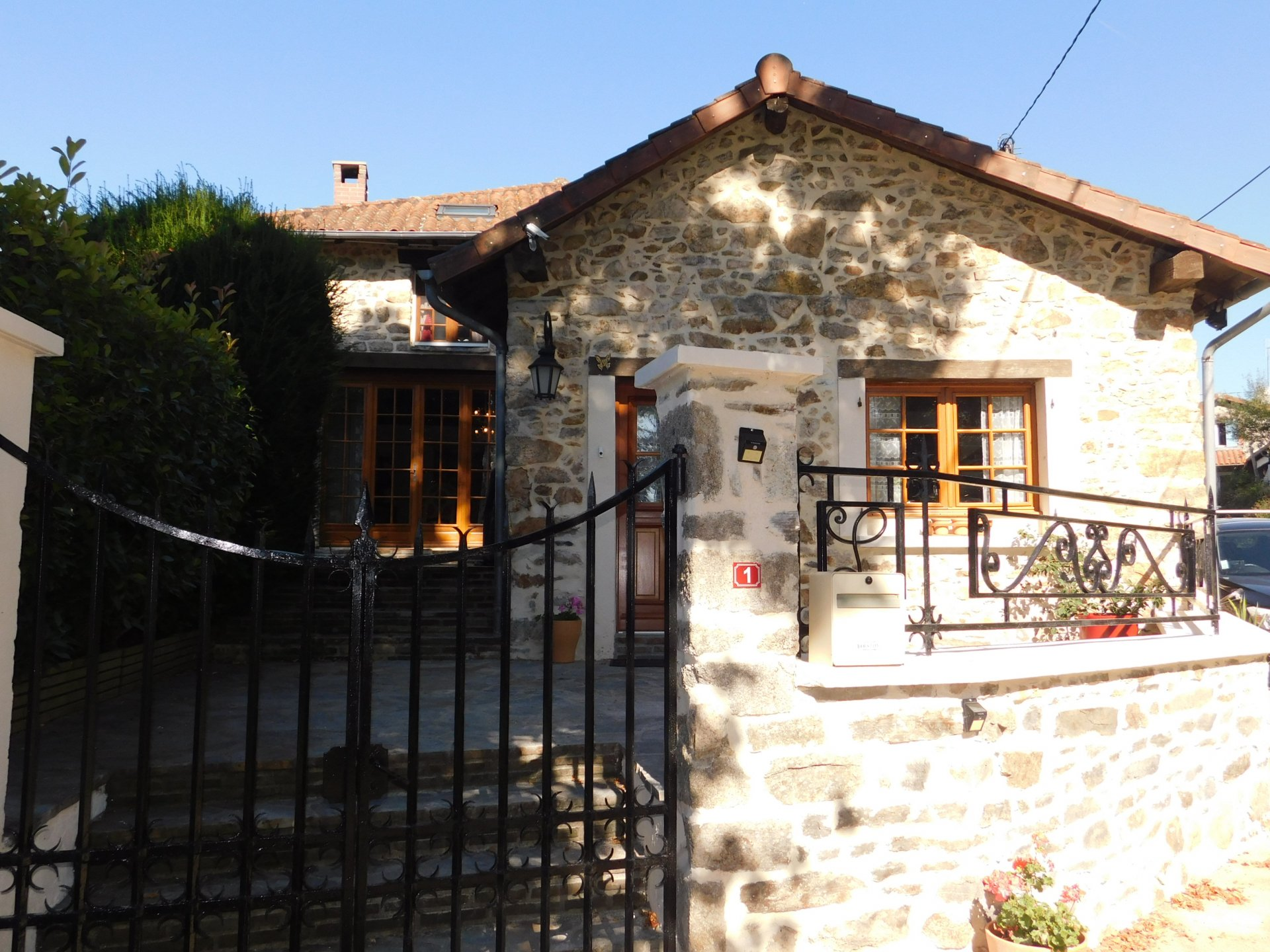 Beautifully renovated house with swimming pool in National Park