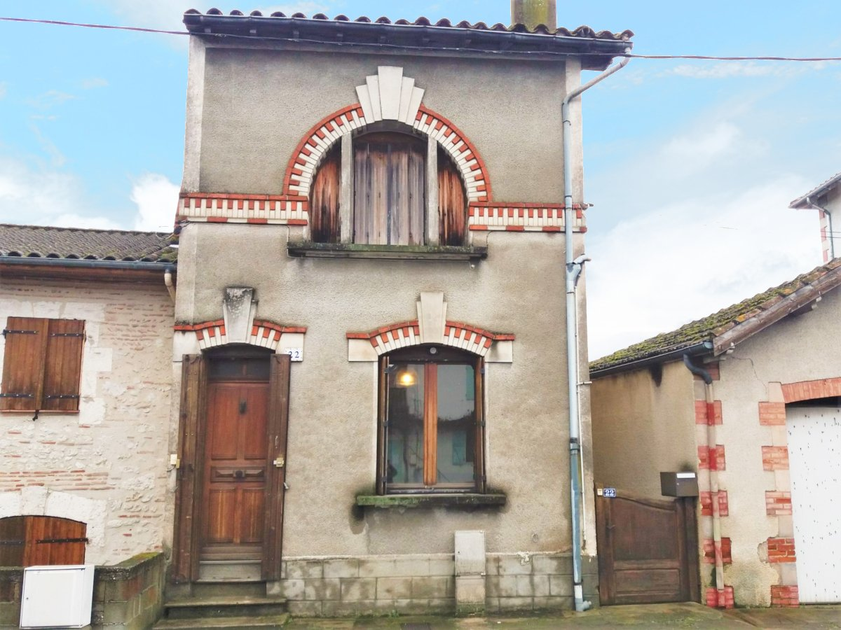 Fifties town house with 2 bedrooms and a 250 m2 garden with a spring