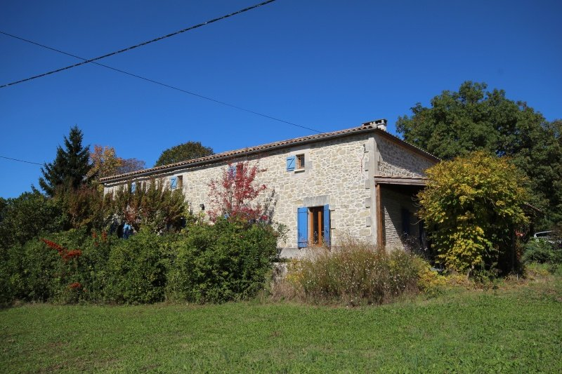 Attractive Stone House with 5 bedrooms, a lovely garden and views near Miramont