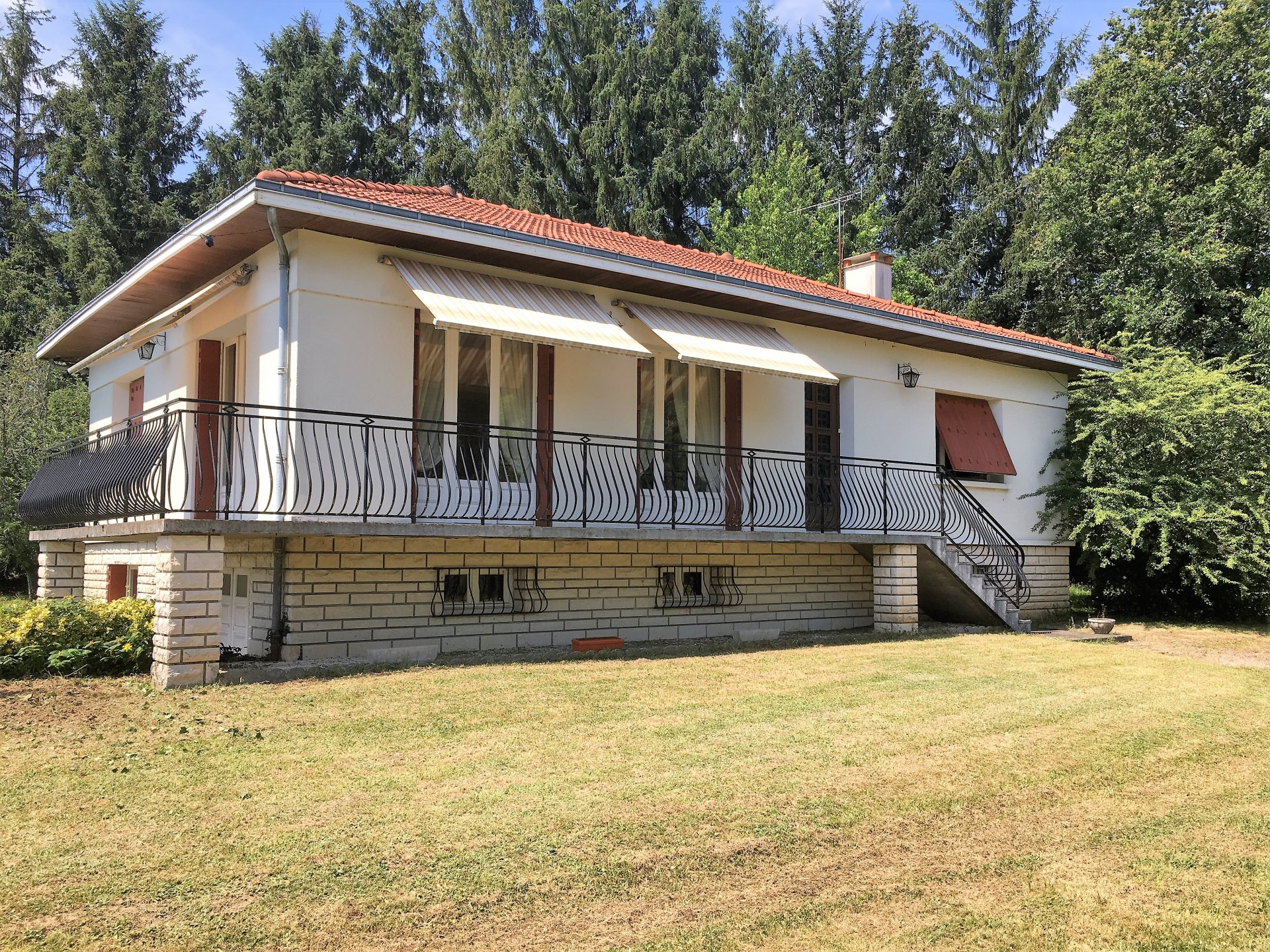 1970's House with basement, 92 m² living space, for sale in north Dordogne