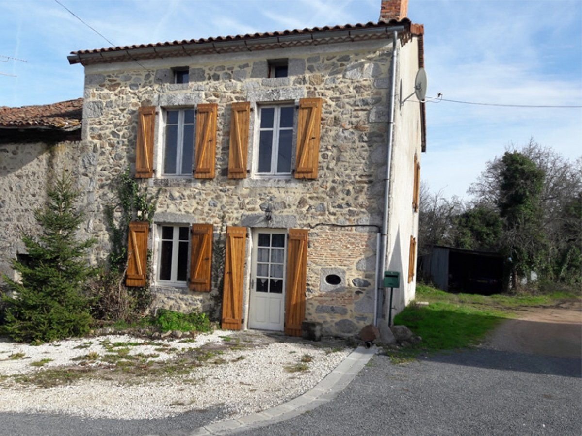 Stone house with barn in the natural park Perigord-Limousin, Busserolles area, Dordogne