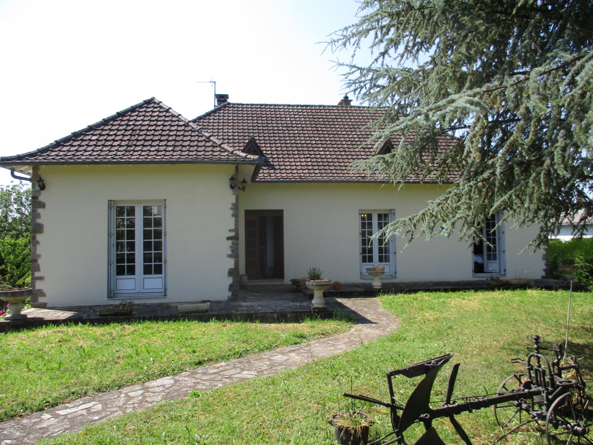 Spacious habitable house near village with 3 bedrooms