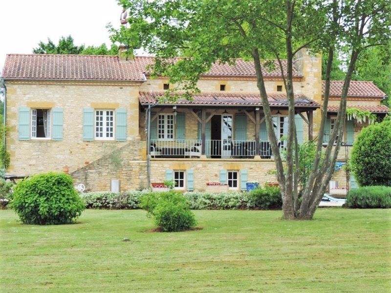 Stunning Country House with Barn Conversion and swimming pool
