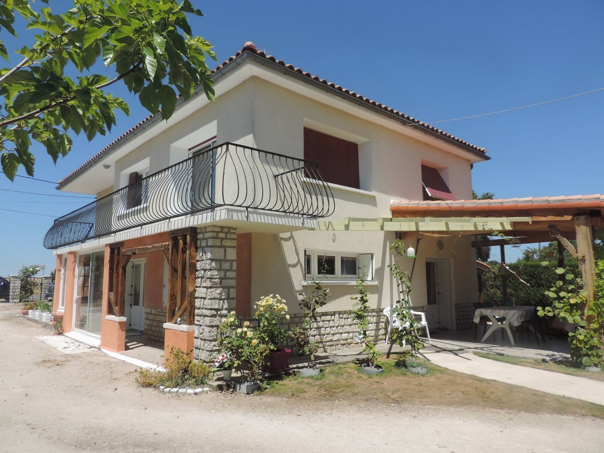 Modern and well kept family 4 bedroomed home with stunning views, outbuildings and enough land for a