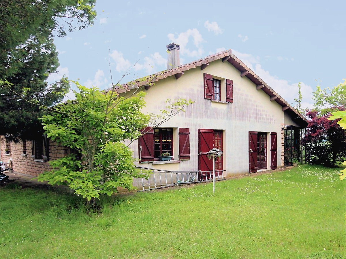 Beautiful stone cottage with 1 hectare land  views of the French countryside